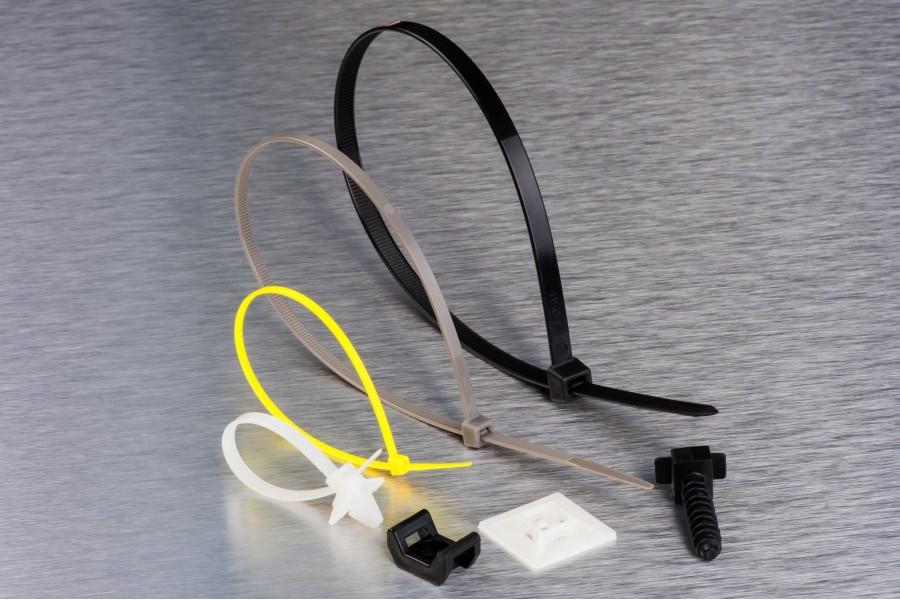 Стяжки кабельні і майданчики