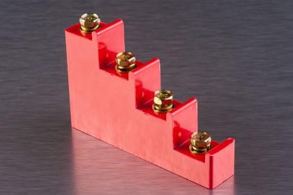 Ізолятори ступінчасті для кріплення струмопровідних шин