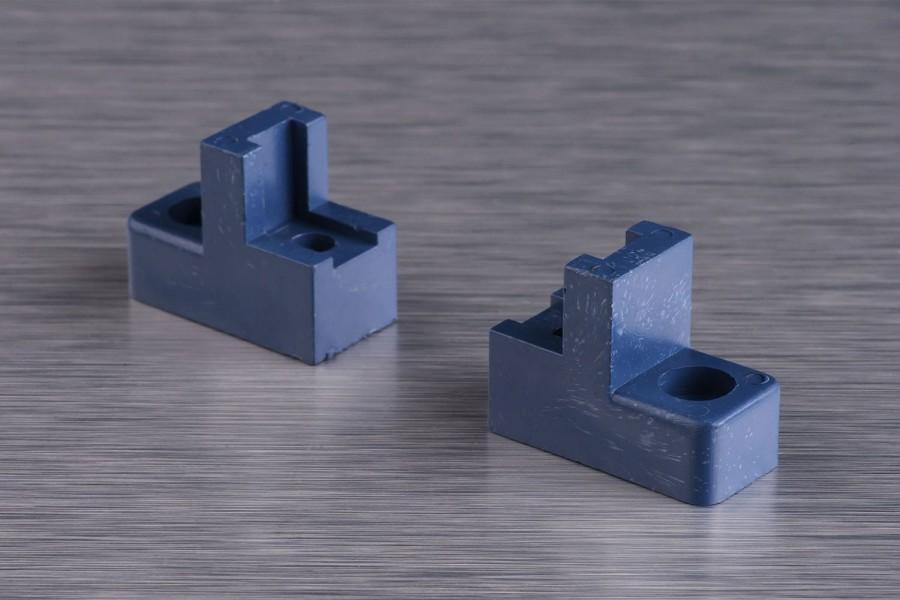Кріплення-ізолятори для нульових шин